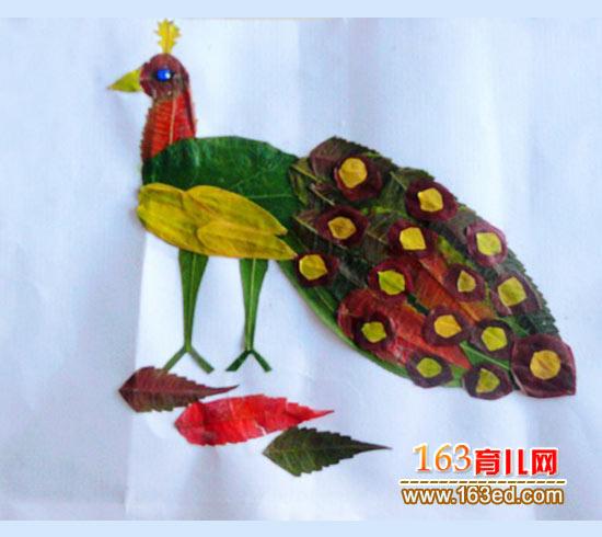 骄傲的孔雀(儿童树叶粘贴画图片)